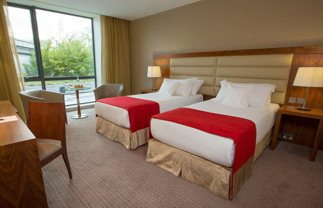 Things to do in County Westmeath, Ireland - Sheraton Athlone Hotel - Twin Room - YourDaysOut - Photo 3